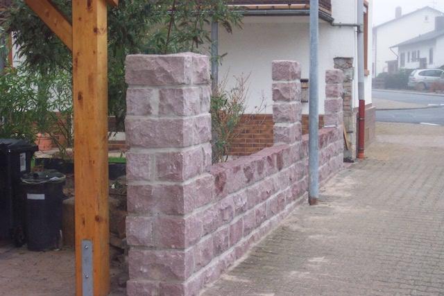Natursteinmauer Rot