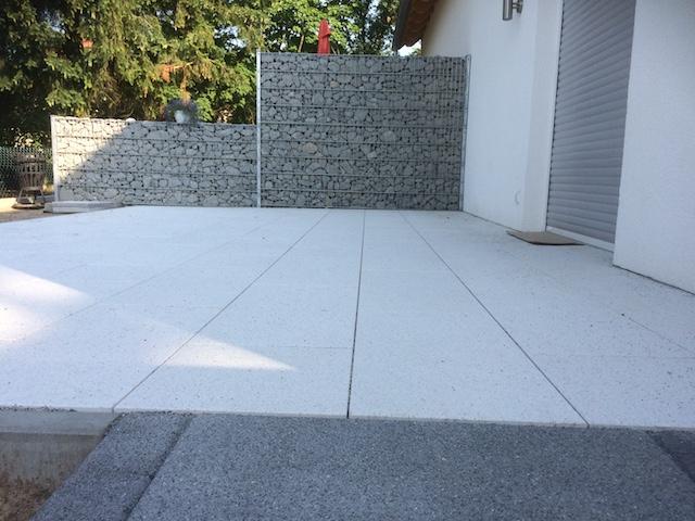 Terrassenanlage mit einer Natursteingabione